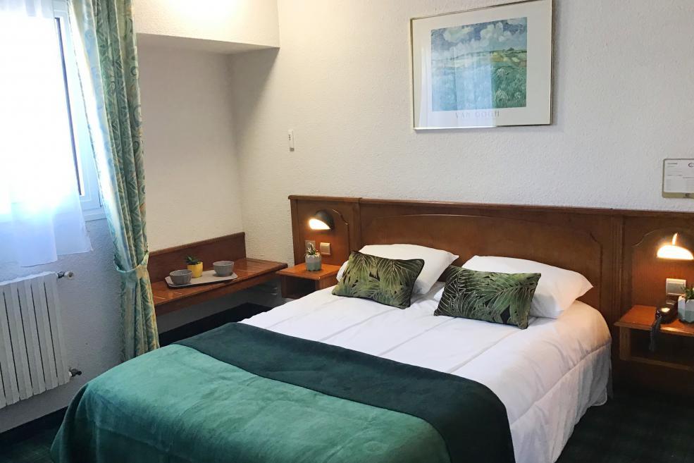 Chambre simple Hôtel Christ Roi 4 étoiles Lourdes