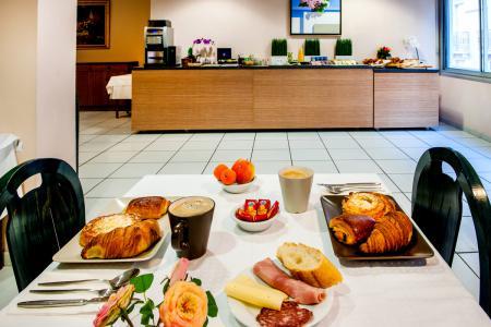 Desayuno buffet Hotel Chris Roi lourdes