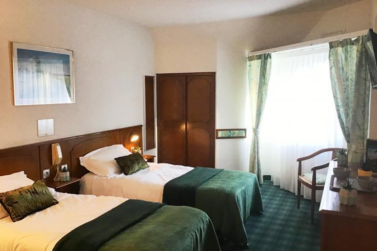 Questa camera moderna e spaziosa Hotel Christ Roi 4 stella Lourdes